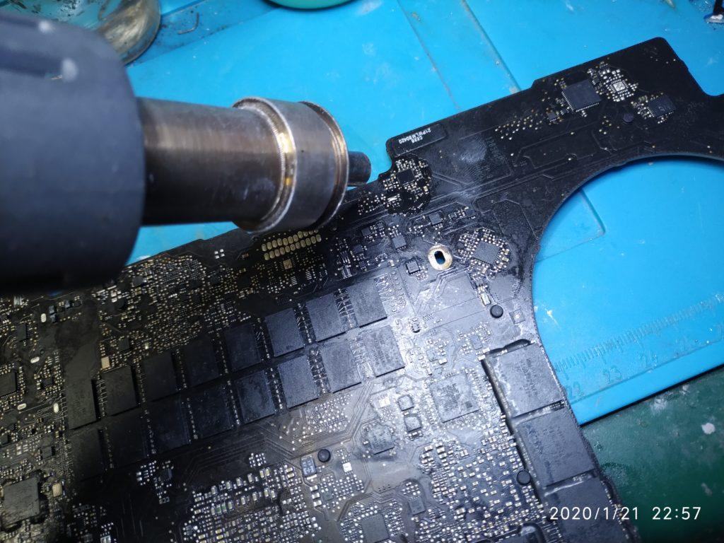Macbook pro 15 retina problema non carica batteria